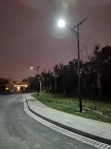 上海综合杆 太阳能路灯工程